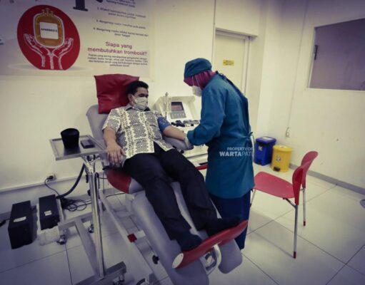 Gus Yasin Donorkan Dua Kantong Plasma Konvalesen